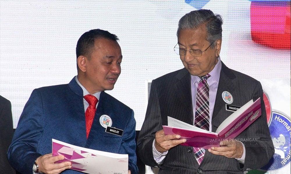 100K Tandatangan Gesa Maszlee Kekal Menteri