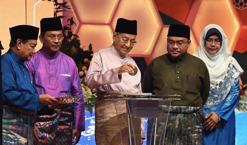 Peranan keluarga, sekolah, komuniti harus terus diperkukuh, kata Mahathir