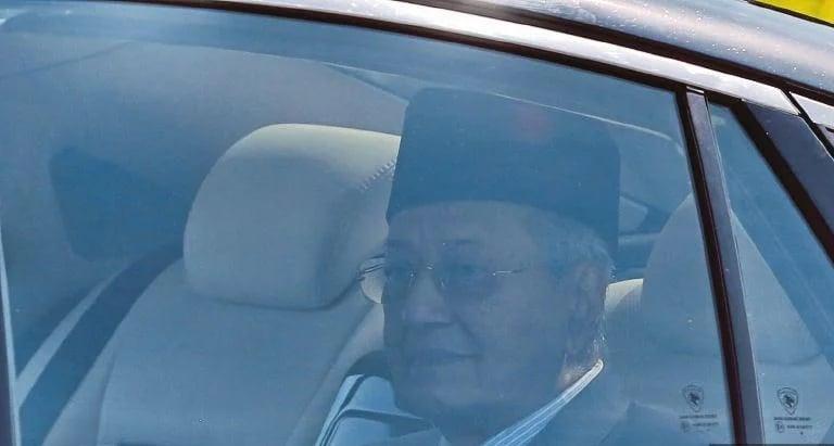 Riak Wajah Suram Tun M Selepas Keluar Istana Timbul Tanda Tanya…