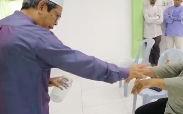 """Ahli Pas dakwa mampu """"tangkap"""" Covid-19 masuk botol"""