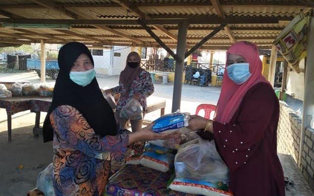 AWAN Pengkalan Chepa agih 100 pek barangan keperluan