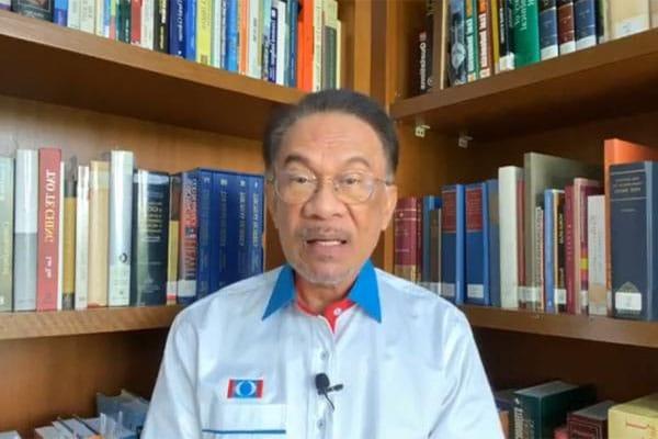 Anwar ditanya soalan panas sewaktu Live, ini jawapan Anwar !!!