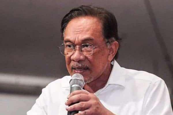 Gempar !!! 2 juta dos vaksin masih dalam simpanan ketika rakyat memerlukan, dedah Anwar