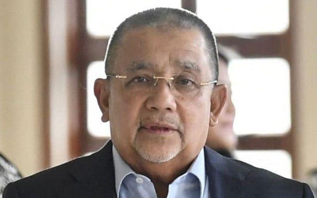 Isa Samad bayar wang jaminan RM700,000, hukuman ditangguh sementara tunggu rayuan