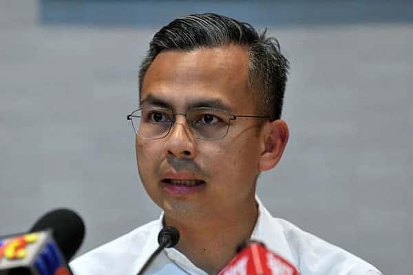 'Dah jadi k'jaan pun nak kaji lagi , laksana terus internet percuma' – Fahmi