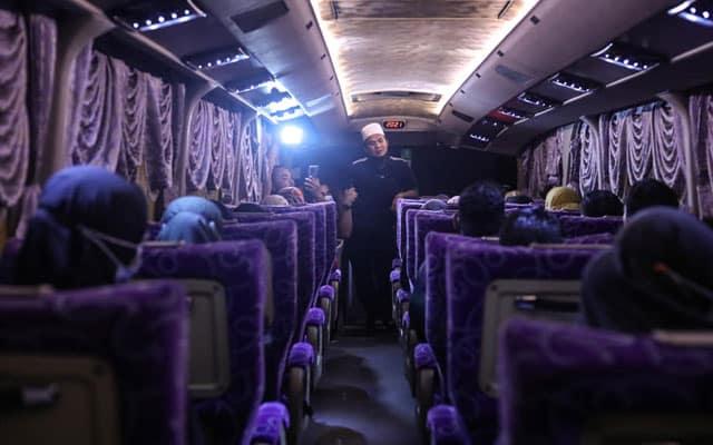 Panas !!! Usaha Ebit Liew bantu sediakan bas percuma untuk siswa dapat bantahan pihak Universiti