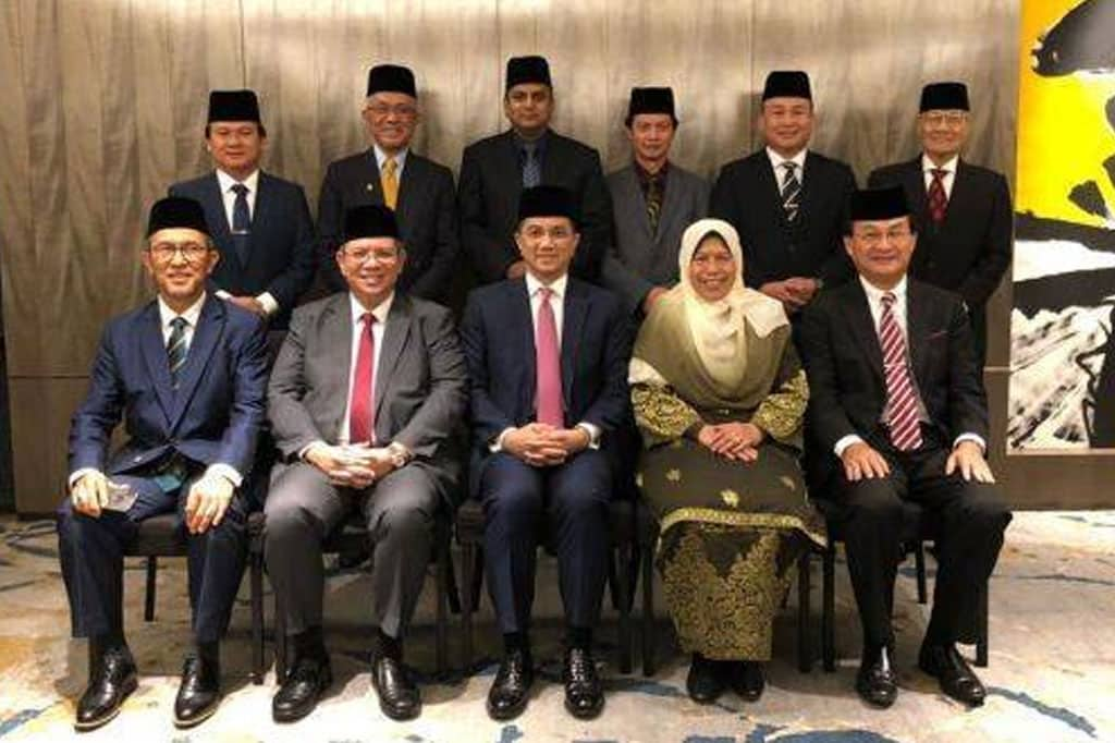 Gempar !!! 4 Ahli Parlimen 'kem Azmin' siap sedia nyatakan sokongan kepada Anwar