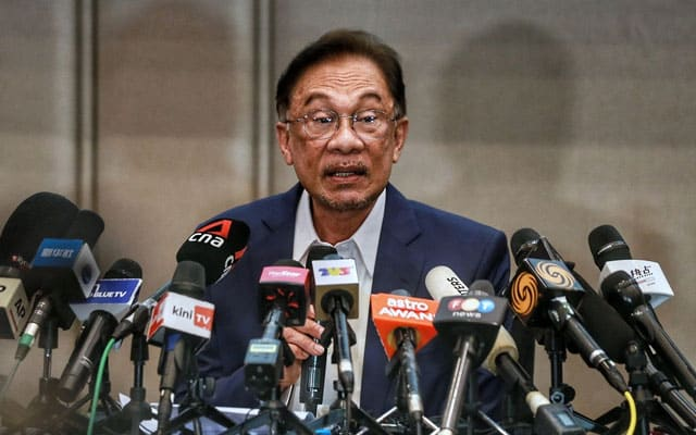 Gempar !!! Setelah disahkan beberapa MP, Anwar nafi akan letak jawatan
