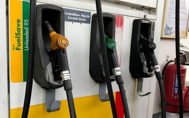 NAIK !!! Harga Petrol RON95, RON97 naik 5 sen