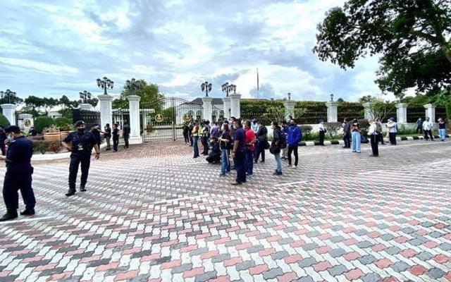 Terkini !!! Presiden Umno menghadap Sultan Perak pukul 10 pagi