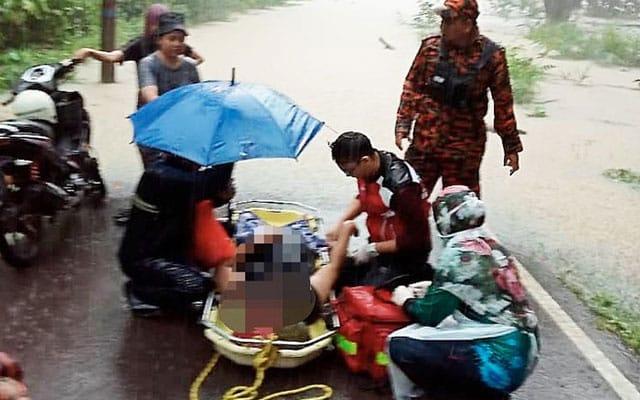 Warga emas mangsa pertama korban banjir di Johor