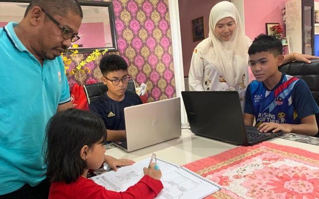 Ibu bapa kini berhabis duit untuk capaian internet bagi pembelajaran anak