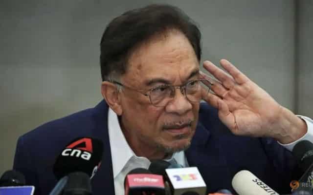 """Bengong"", jawab Anwar isu proses vaksinasi rumit"