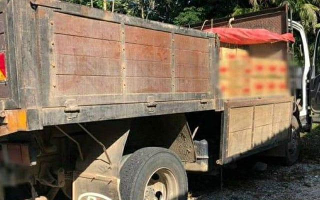 Minyak masak bersubsidi diseludup ke negara jiran guna lori pasir di Kelantan
