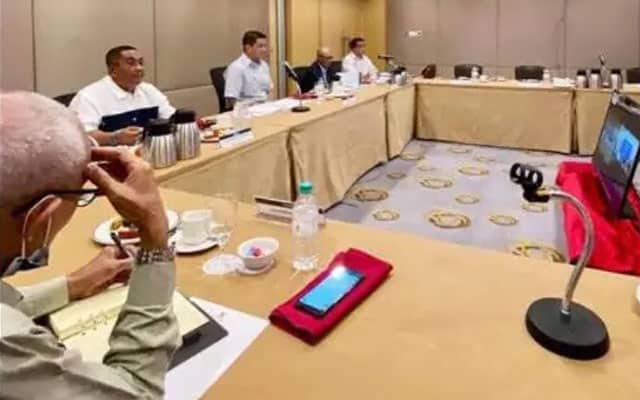 Panas!! Netizen kecam PN buat mesyuarat politik semasa darurat