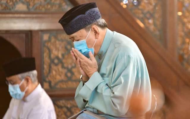 Vaksin : Sultan Selangor berkenan terima suntikan hanya setelah selesai frontliners
