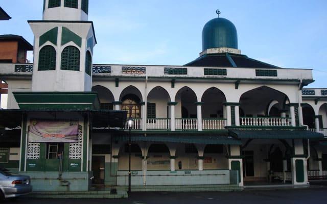 Kisah 'Ostat' liat nak bayar hutang masjid, nak lapor ke Nik Aziz baru bayar…
