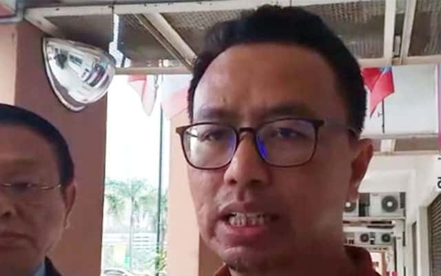 Panas !!! Aktivis PKR dedah Adun 'kepit piala' sedang lobi nak masuk PKR