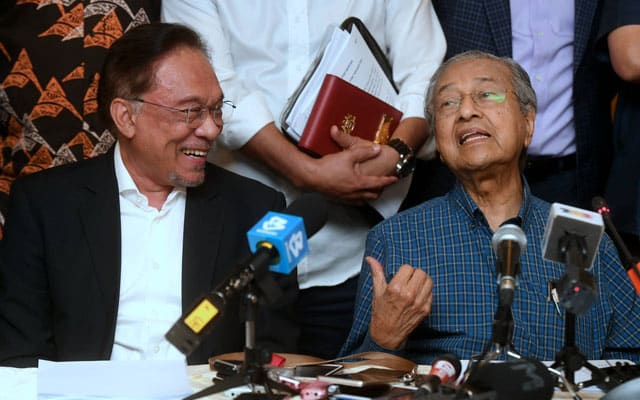Tamat Darurat : Mahathir dan Anwar dijangka ke Istana Negara esok