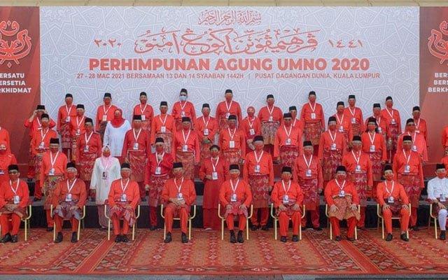 UMNO : Duduk dalam kerajaan tapi kutuk kerajaan