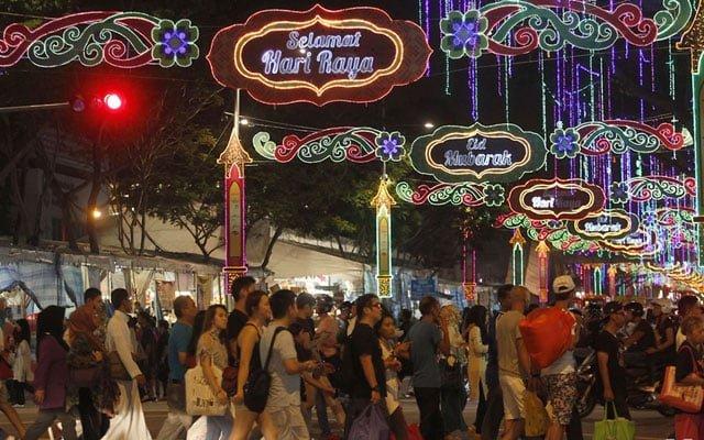 Walaupun kes makin meningkat, kerajaan umum bazar Aidilfitri boleh beroperasi hingga 2 pagi