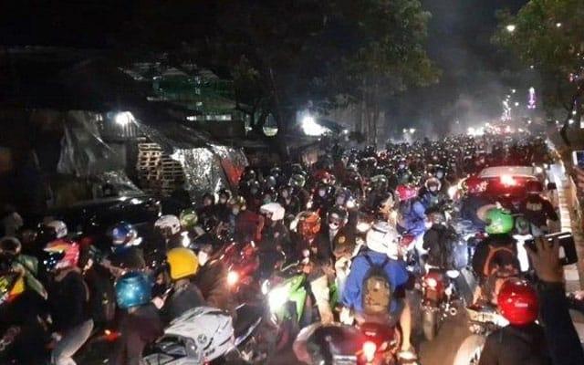 Gempar !!! Dihalang balik raya, tular video rakyat Indonesia rempuh sekatan jalanraya