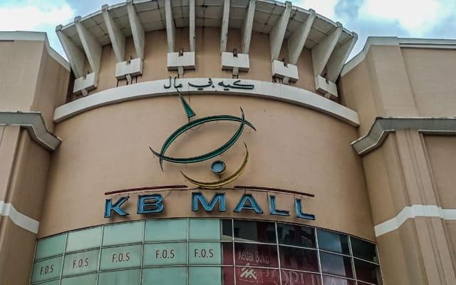 Orang ramai kantoikan KB Mall, umum tutup tapi sebenarnya masih buka