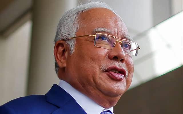 """""""14 hari sahaja. Itupun tak berani larang?"""", Najib pertikai banyak kilang boleh beroperasi"""