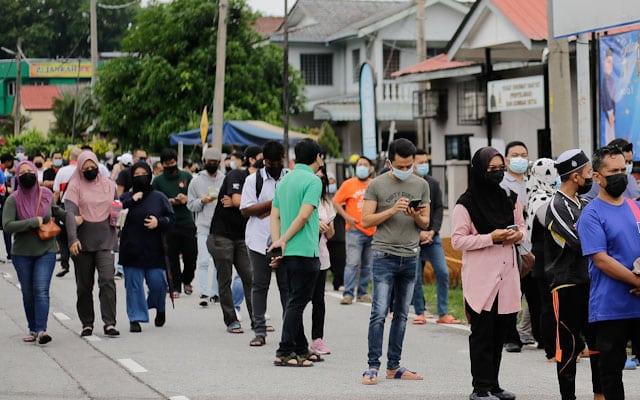 Beratur Panjang : Rakyat Selangor rebut peluang jalani saringan percuma disedia kerajaan negeri