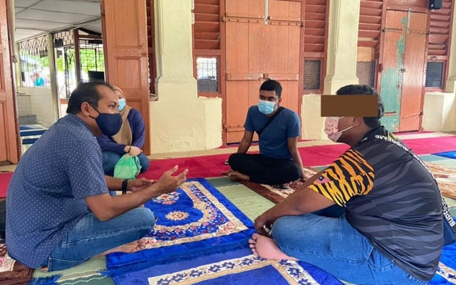 Jemaah masjid bagi no telefon Steven Sim, pasangan muda hidup gelandangan ucap syukur