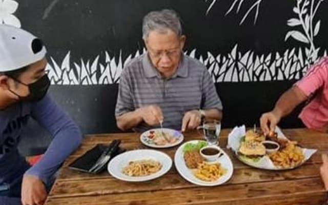 Langgar SOP : Tok Pa akui dihidang makanan, mohon maaf