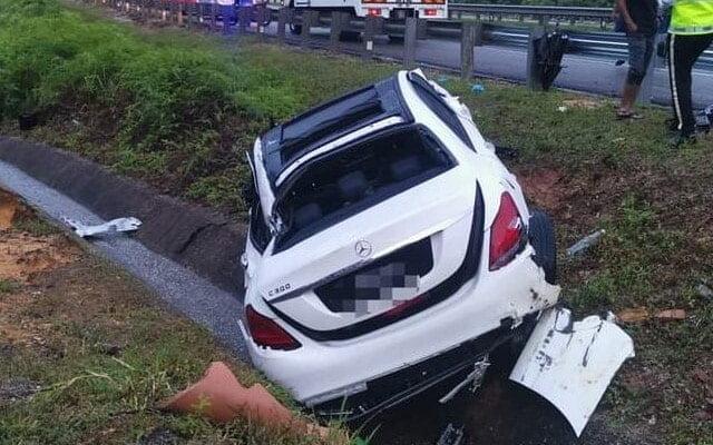 Mercedes terbabas di LPT1, wanita maut setelah tercampak keluar