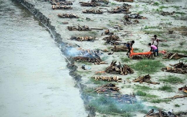 Ratusan mayat pesakit Covid-19 ditemui setelah banjir melanda Sungai Ganges