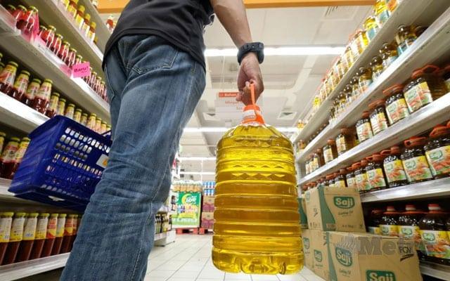 Selepas teruk dikritik rakyat, kerajaan akan umum harga minyak masak baharu