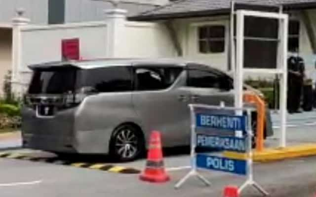 Terkini !!! Presiden Umno kelihatan masuk ke Istana Negara