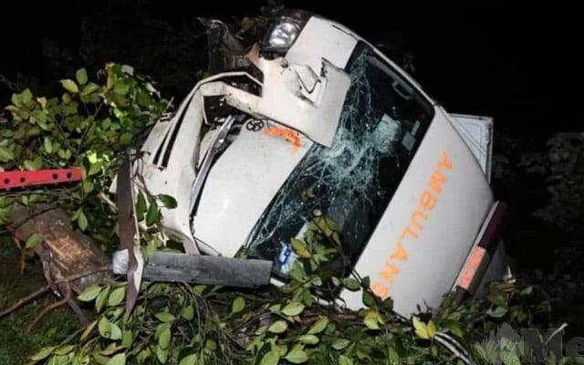 Ambulan kemalangan sewaktu mahu ambil mangsa kemalangan