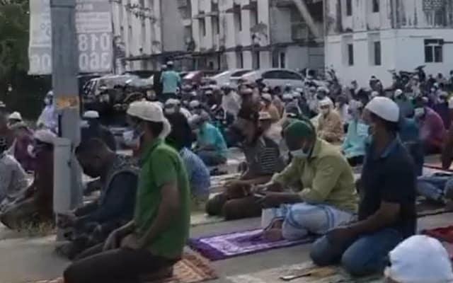 Lebih 200 warga asing solat hari raya, pihak Polis mohon maaf