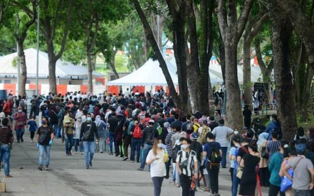 CAC Shah Alam sesak dengan 4000 pengunjung positif Covid-19