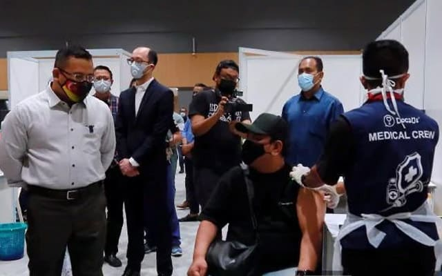 Vaksinasi perlahan di Selangor jadi punca kerajaan negeri lancar SelVAX