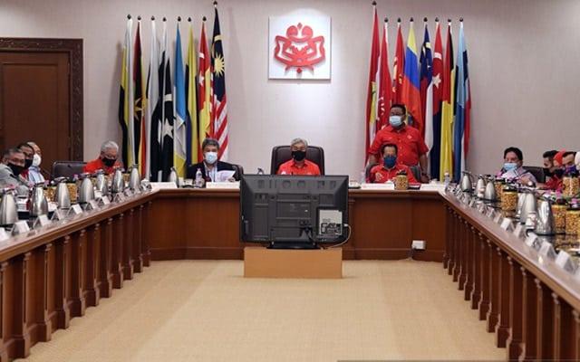 Panas !!! Benarkah 35 MP enggan keluar kerajaan?, Ini penjelasan ahli MKT Umno