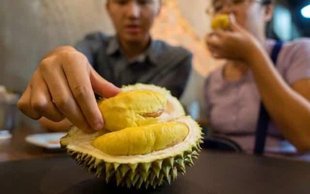 Dua golongan yang dilarang keras makan durian
