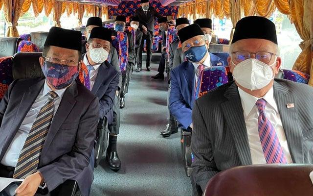 Kumpulan pertama MP BN ke Istana 'diketuai' Najib